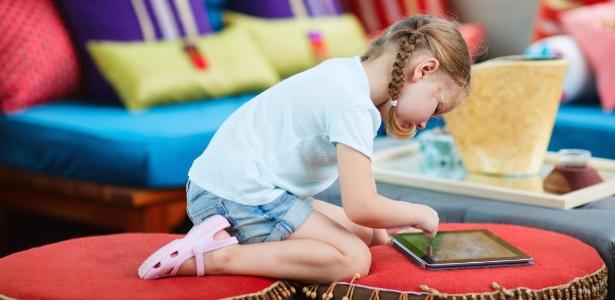 menina-usa-tablet-crianca-usando-tablet-1364326702898_615x300